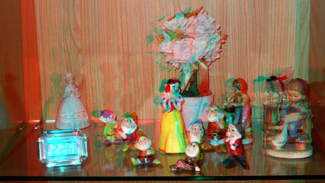 3D Anaglyph curio cabinet